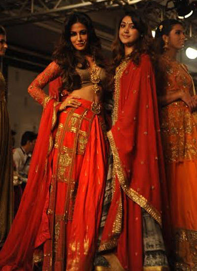Chitrangada Singh Posed With Designer Harshita Chatterjee At LFW Winter/Festive 2014
