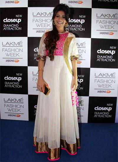 Smiling Tanisha Mukherjee Radiant Trendy Look At LFW Winter/Festive 2014