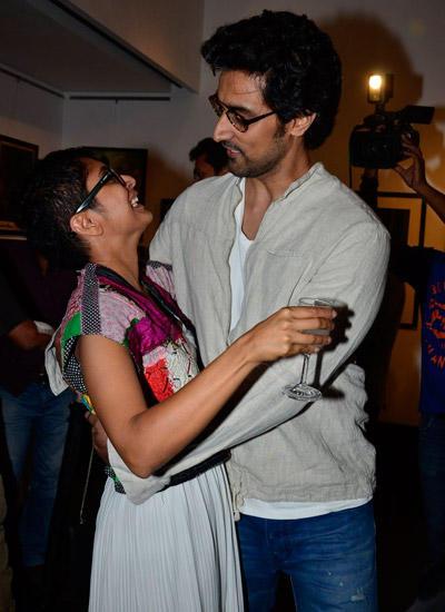 Kunal Kapoor Hugs Kiran Rao During 2014 Vintage Film Items Exhibition