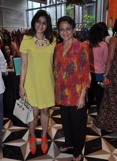 Tanisha Mukherjee With Mom Tanuja Mukherjee Attend Araaish Exhibition Four Season