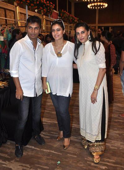 Vikram Phadnis,Kajol Devgan And Mana Shetty At Araaish Exhibition In Four Season