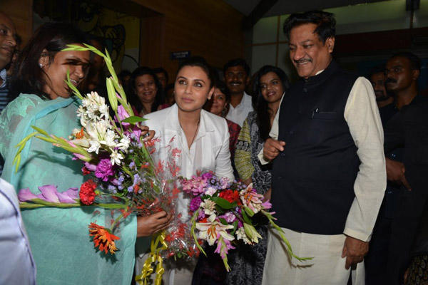 Rani Mukerji And Maharashtra CM Prithviraj Chavan During The Special Screening Of Mardaani In Mumbai