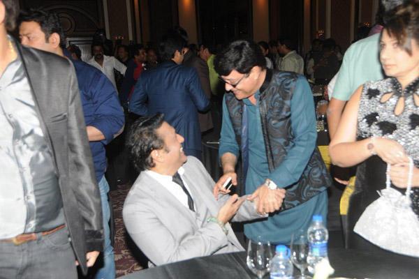 Govinda Cool Gossip With Sachin Pilgaonkar At IMFAA 2014 In Mumbai