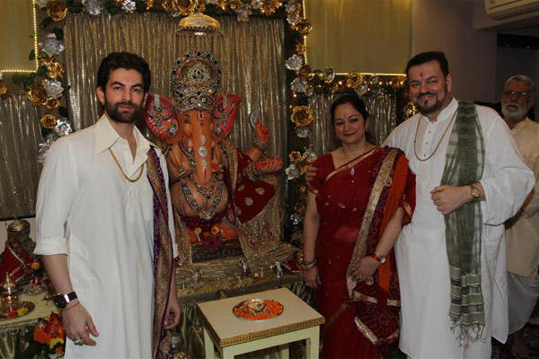 Neil Nitin Mukesh Celebrate Ganesh Chaturthi With His Parents At His Residence