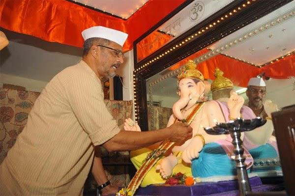 Nana Patekar Offers Flowers To The Deity On The Occasion Of Ganesh Chaturthi