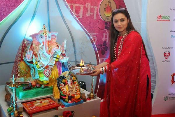 Rani Mukerji Offers Aarti In Front Of The Deity
