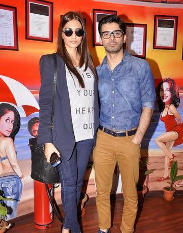 Sonam Kapoor And Fawad Afzal Khan Posed For Camera At The Promotion Of Khoobsurat In 93.5 Red FM