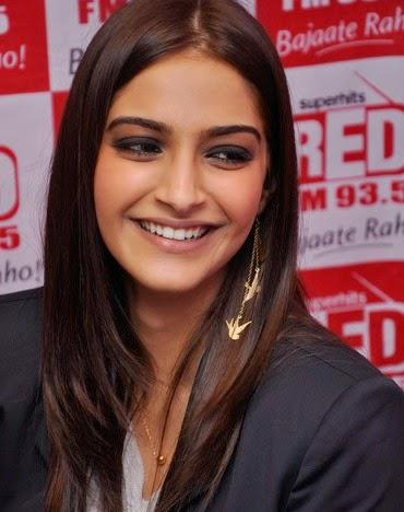 Sonam Kapoor Flashes Smile During The Promotion Of Khoobsurat At Red FM Studio