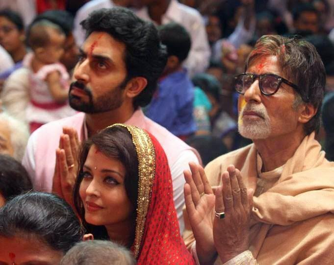 Abhishek,Aishwarya And Amitabh Pray At Lalbaugcha Raja