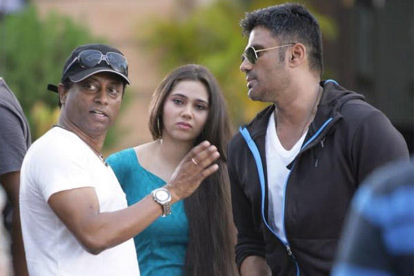 Producer Anand Kumar Conversation With Sunil Shetty And Sasha Agha On The Sets Of Desi Kattey Movie
