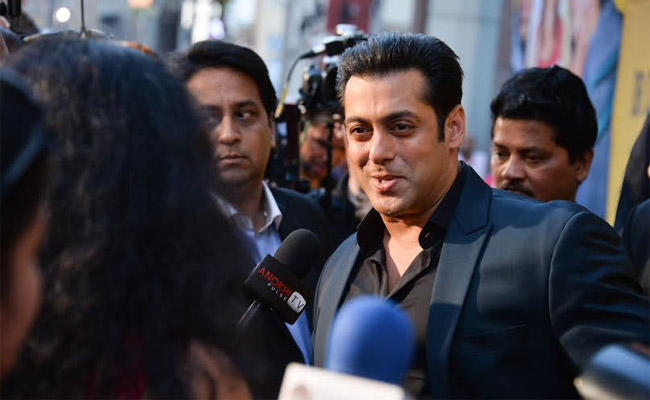 Salman Khan's Red Carpet Appearance For Isabel Kaif's Dr Cabbie