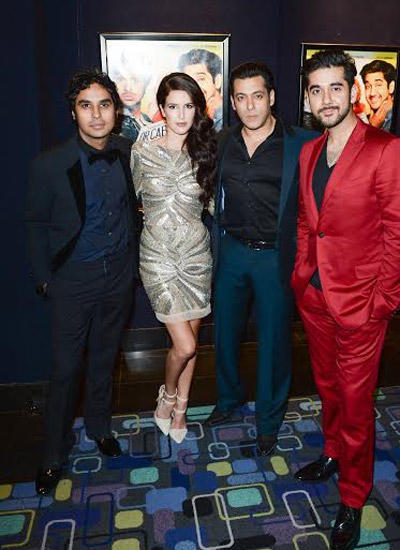 Salman Pose With Dr. Cabbie Stars At It's Premiere