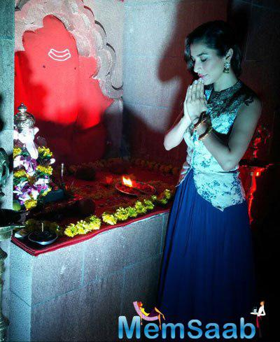 Sophie Choudry Seeked Blessing In Front Of The Deity At Lodha Ganpati Pandal