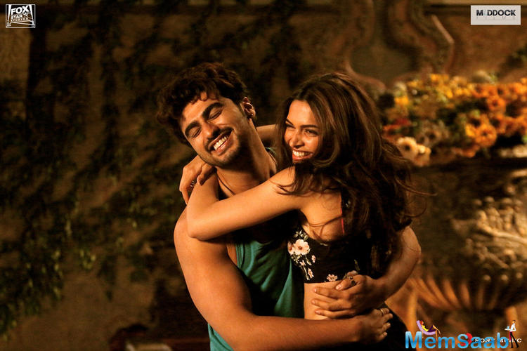 Arjun Kapoor And Deepika Padukon Cool Hugging Still In Finding Fanny Movie Poster