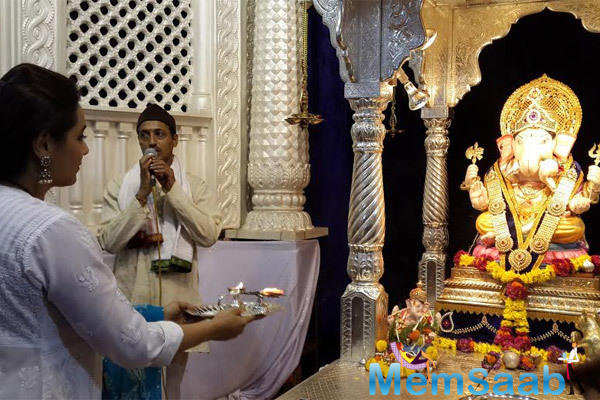 Rani Mukerji Offers Aarti To The Deity At Dagdusheth Mandir In Pune On The Occasion Of Ganeshotsav Festival