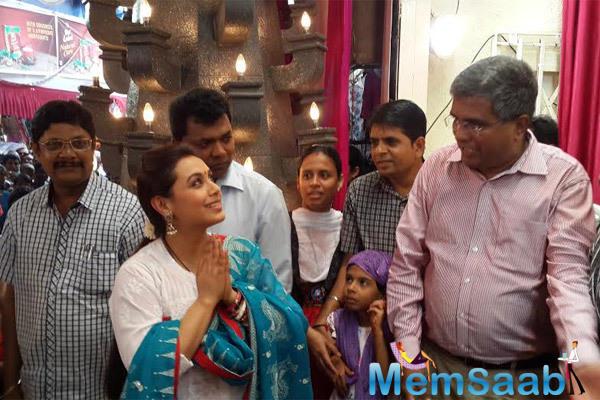 Rani Mukerji Seeked Blessing At Dagdusheth Mandir In Pune