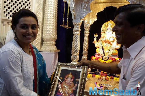 Smiling Rani Mukerji Posed During Ganeshotsav Festival At Dagdusheth Mandir In Pune
