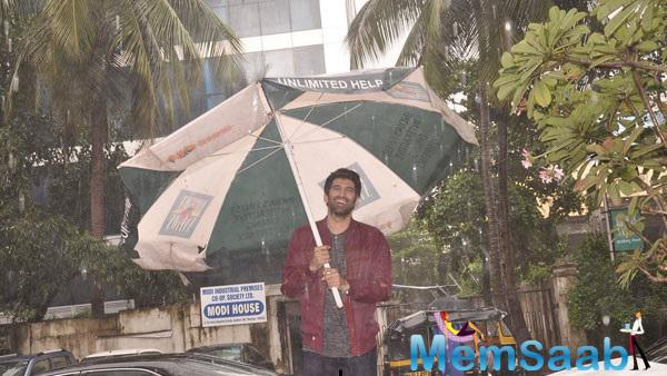 Aditya Roy Kapur Enjoy Rain During The Promotional Event Of  Dawaat-e-ishq
