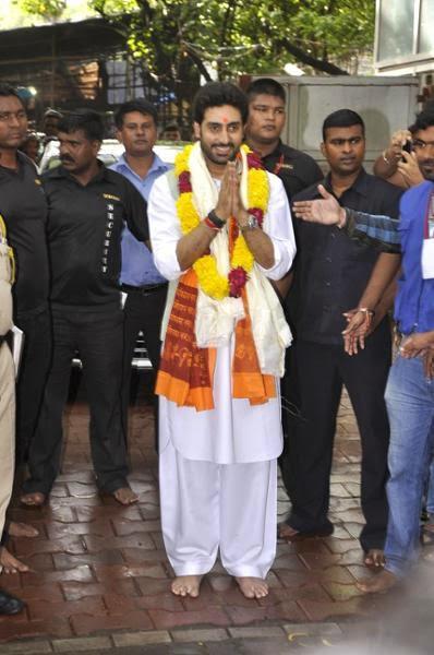 Abhishek Is Seen Here Visiting The Very Popular Siddhivinayak Temple In Mumbai