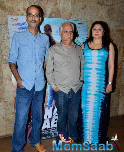 Rohan Sippy Posed With Dad Ramesh And Mom Kiran At The Trailer Launch Of Sonali Cable