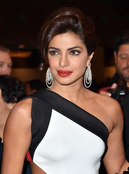 Gorgeous Priyanka Snapped At The Opening Night Of TIFF With A Stunning Entry