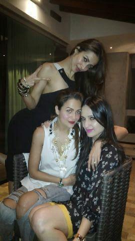 Amrita Arora With Sister Malaika Arora Khan Cool Sexy Pose At Night Out Party Hosted By Karan Johar