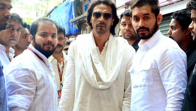 Arjun Rampal Arrived Lalbaugcha Raja For Take Blessing During Ganpati Celebrations