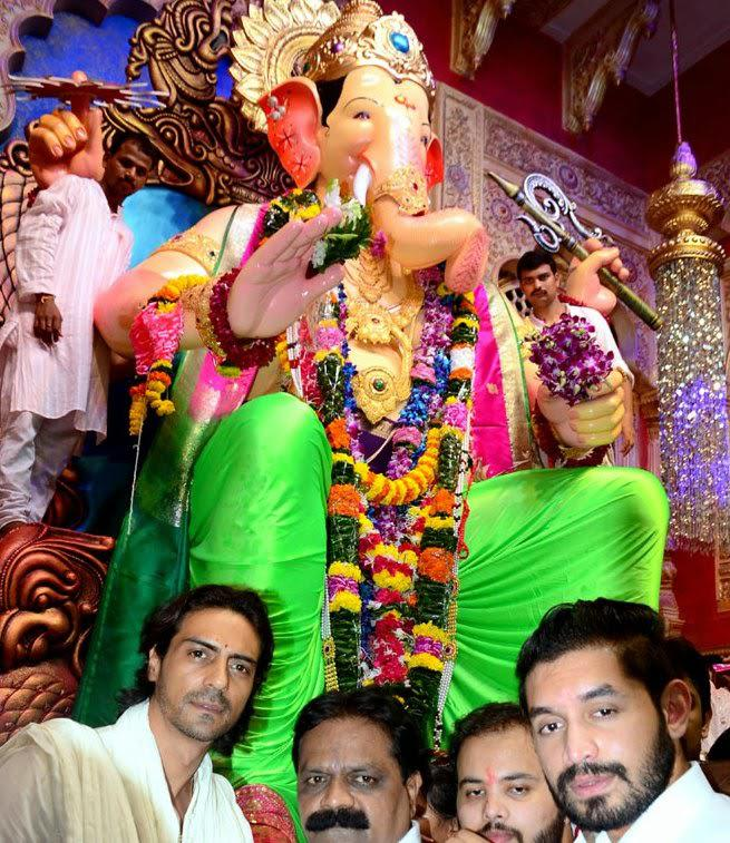 Arjun Rampal Posed In Front Of The Deity At Lalbaugcha Raja In Mumbai