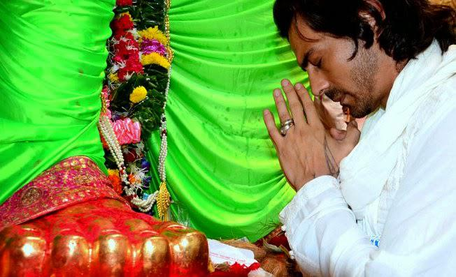 Arjun Rampal Take Blessing From The GOD At Lalbaugcha Raja In Mumbai