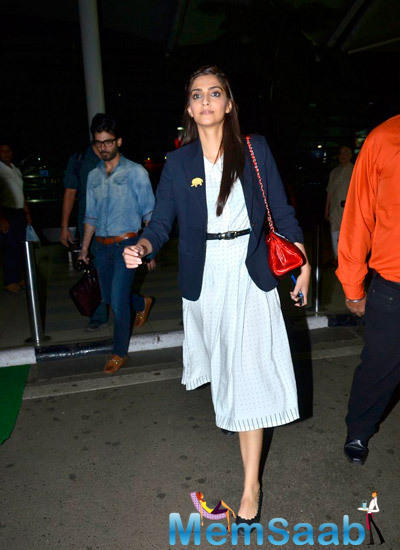 Sonam Kapoor Looked Pretty During She Spotted At The Mumbai Airport