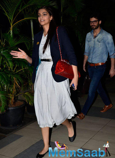 Sonam Kapoor Returns From Indore To Mumbai After The Promotion Of  Khubsoorat