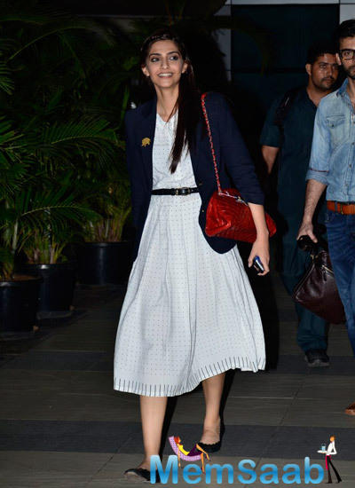 Sonam Kapoor Spotted Mumbai Airport After Return From Indore