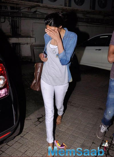 Athiya Shetty Tried Her Best To Hide Her Face From Getting Photographed
