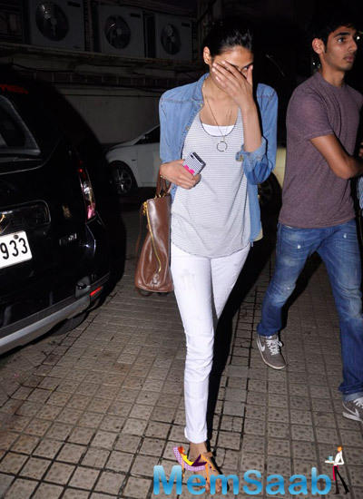 Athiya Shetty Tried Very Hard To Save Herself From The Cameras