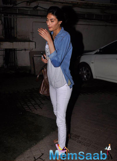 Sunil's Daughter Athiya Shetty Who Is Soon To Make Her Bollywood Debut  Snapped Outside PVR Mumbai