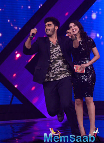 Arjun Kapoor And Gauhar Khan Cool Look On The Stage During The Promotion Of Finding Fanny