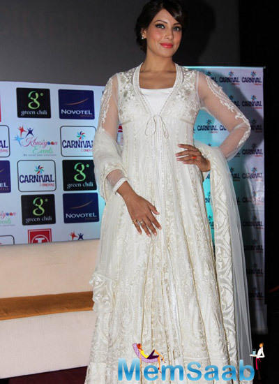 Bipasha Wore A White Preeti Kapoor Design At Press Confirence Of Creature 3D