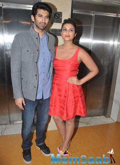 Aditya Roy Kapur And Parineeti Chopra Posed On Food Yatra For Promoting Daawat-E-Ishq Movie