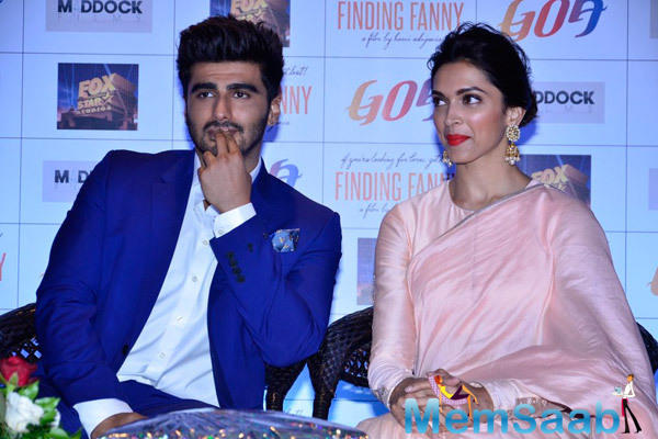 Deepika And Arjun Kapoor Gossips With Her Fans And Media's At  Goa Tourism Event