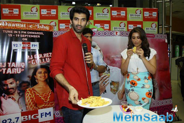 Aditya Roy Kapur And Parineeti Chopra At Radio Mirchi For Promoting Daawat-E-Ishq