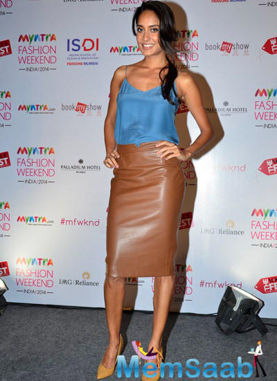 Lisa Haydon Hot Dazzling Pose During The Press Meet Of Myntra Fashion Weekend India 2014