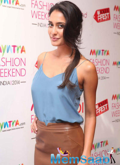 Lisa Haydon Strikes A Pose At Myntra Fashion Weekend India 2014 Press Meet