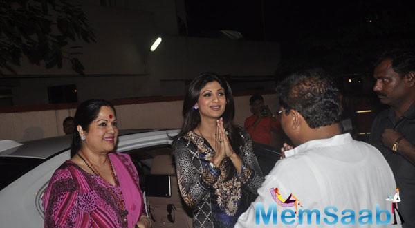 Shilpa Arrived With Her Mother Sunanda At Andheri Cha Raja Ganpati