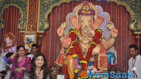 Shilpa Shetty Seen At Andheri Cha Raja Ganpati