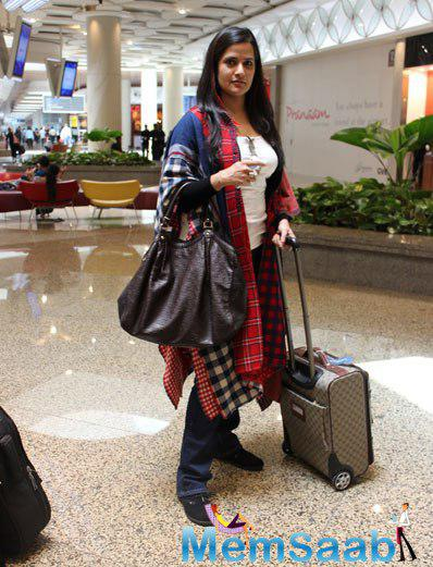 Sona Mohapatra Spotted At Airport