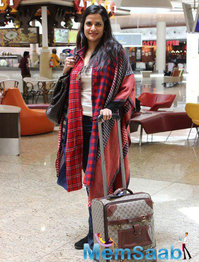 Sona Mohapatra Stylish Look While She Spotted At Airport