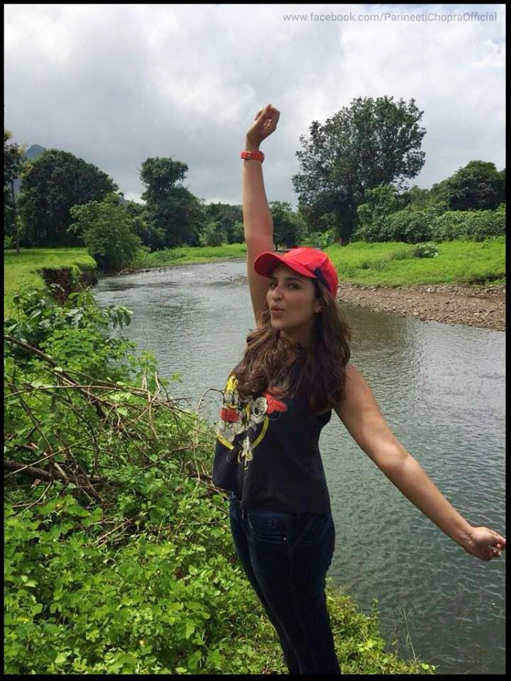 Parineeti Chopra Cool And Happy Pose During The Promotion Of Daawat- E Ishq On A Road Ride
