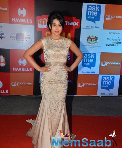 Shriya Strike A Pose For Shutterbug At South Indian International Movie Awards
