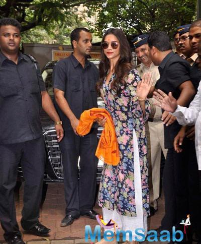 Deepika Padukone Seek Blessings For Film Finding Fanny Success
