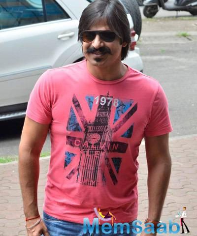 Stylish Vivek Oberoi Cool Hair Style While He Arrived Ashram For Celebrating His 33rd Bday